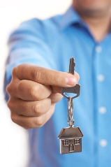 Manns & Manns Estate Agents in Bursledon, Southampton - Man holding key