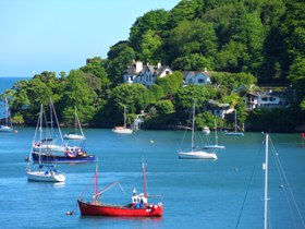 Freeborns Letting Agents in Dartmouth - Boats in Sea at Dartmouth