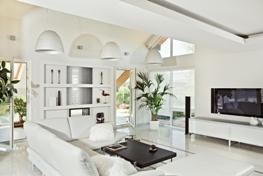 Reid+Dean Estate Agents in Eastbourne - Modern Loungearea in House